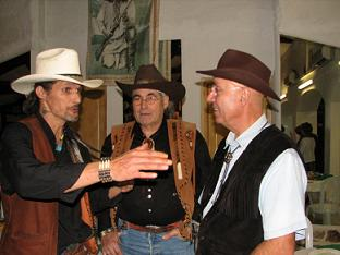 Quand un Cowboy rencontre un autre Cowboy, qu'est-ce qu'ils s'racontent, des histoires de Cowboys !